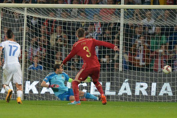 La nota del partido la dio Iker Casillas, el veterano volvió a cometer u...