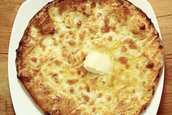Termina tu platillo con otra tortilla, añadiendo con un poco más de ques...