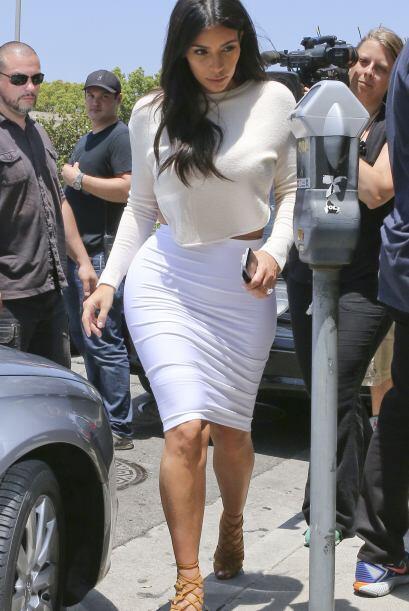 Aunque Kim tiene bien comprobado que entre menos ropa más atención.Mira...