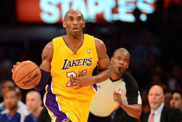 24. Kobe Bryant  Ganancias netas: $62 millones.  Presencia en radio y tv...