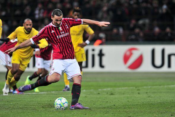 Pero se marcó un penalti en favor de los locales, Zlatan cobró el tiro d...