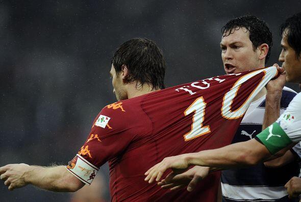 Vaya que si Francesco Totti es de lo más deseado en el fútbol italiano....