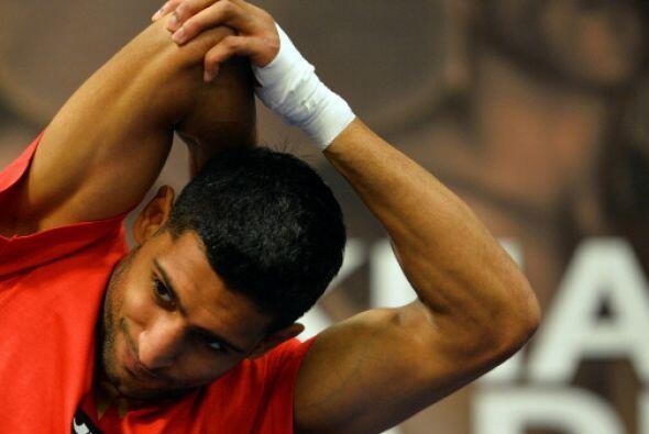 La pelea de Khan y Molina será a 12 rounds en peso superligero.