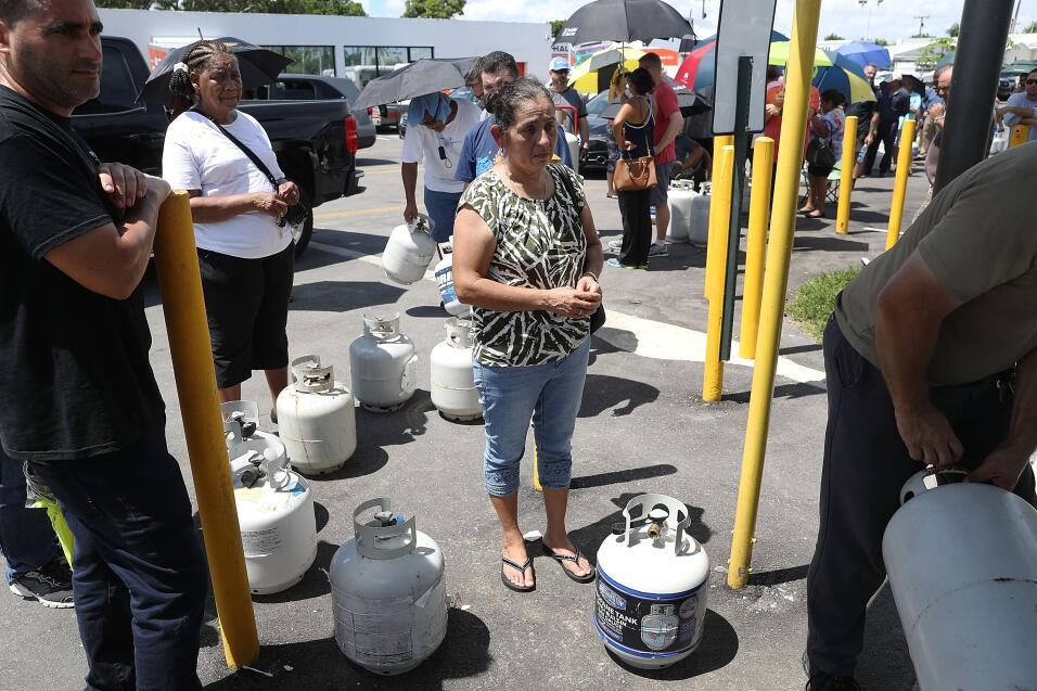 Una fila larga para comprar gas doméstico, en Miami.