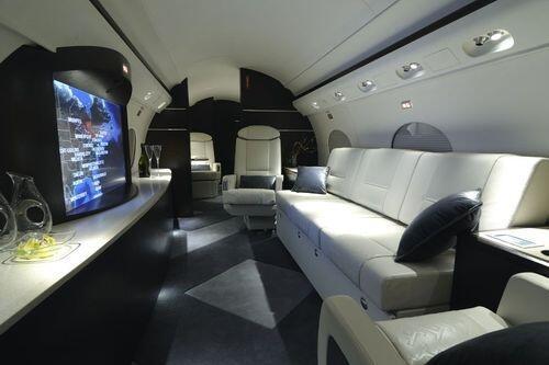 Según reportes, este avión le costó a Perry 65 millones de dólares, para...