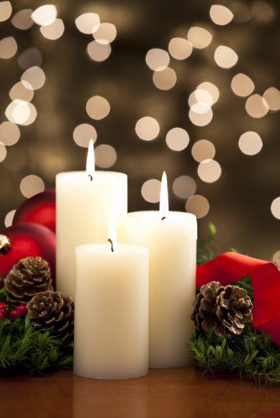 Velas. Envuelve las velas individualmente en papel celofán para que, si...