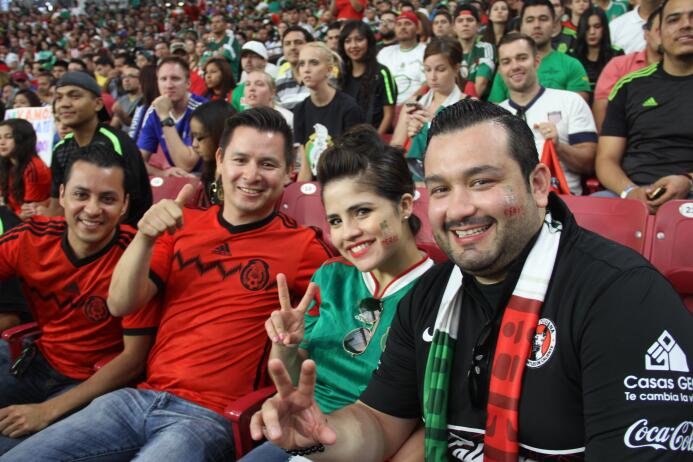 ¡Estadio repleto grita por México!