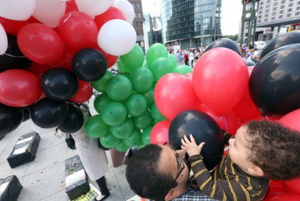Muchos niños levaban pancartas donde pedían el respeto por la vida de lo...