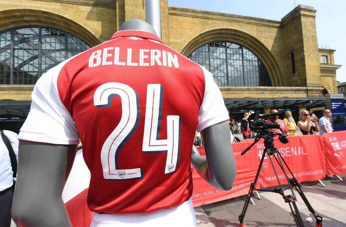 Arsenal presentó su nueva indumentaria para la temporada 2017/18 GettyIm...