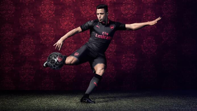 Las playeras para la temporada 2017-18 comenzaron a develarse Arsenal.jpg