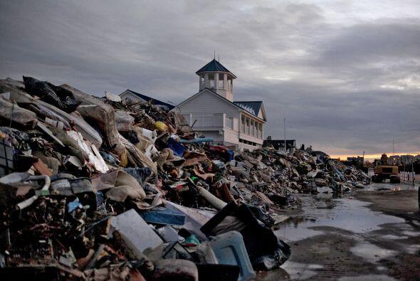17 de octubre. Se forma en el Atlántico Sandy, la decimoctava tormenta t...