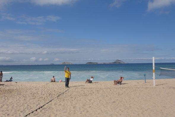 En su visita, Alberto disfrutó de varios días de playa. En esta foto la...