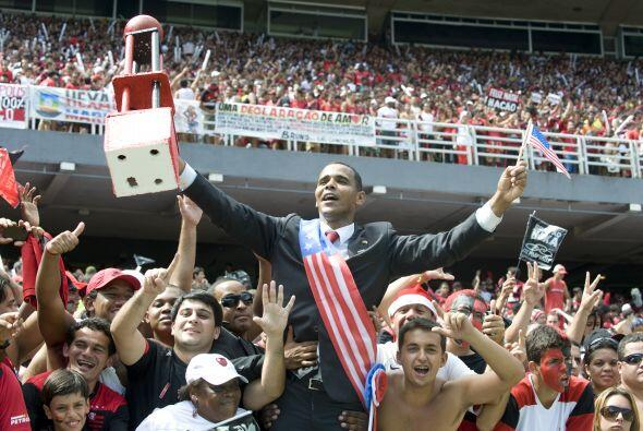Como se puede apreciar, Barrack Obama hasta recibió un trofeo por parte...