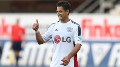 Chicharito ya debutó con la playera del Bayer 04 Leverkusen.