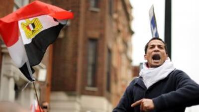 Las protestas en la capital Egipcia recrudecen y el ej'ercito no ha logr...