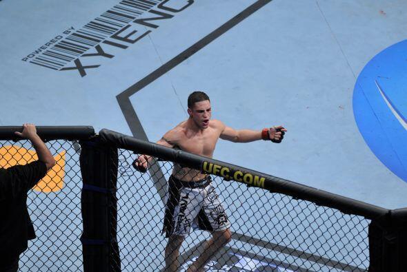 Al termino de los tres rounds, Sánchez se impuso por decisión unánime.