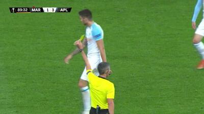 Tarjeta amarilla. El árbitro amonesta a Duje Caleta-Car de Marseille
