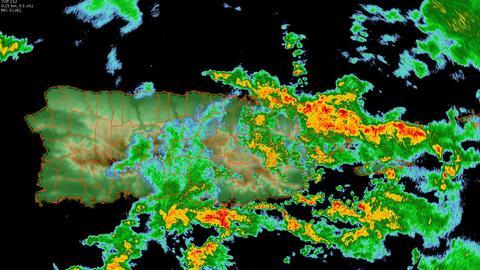 Una onda tropical pasa por Puerto Rico.