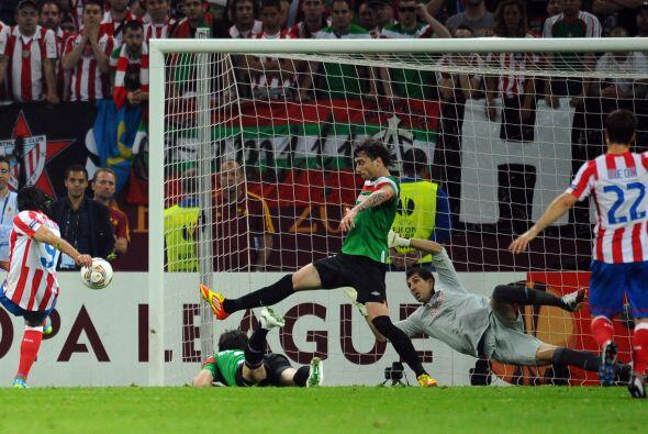 El 9 del Atlético se sacó dos hombres de encima con un amague espectacul...