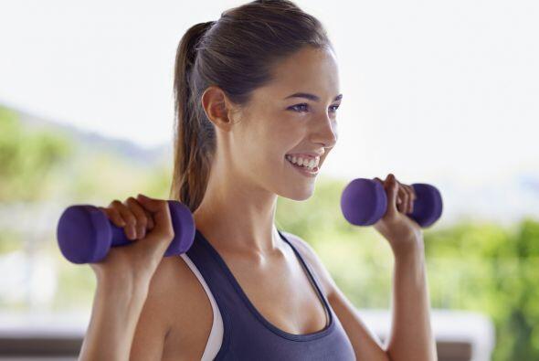 4) Flexiones de brazos: apunta a mantener cada una por 30-45 segundos.