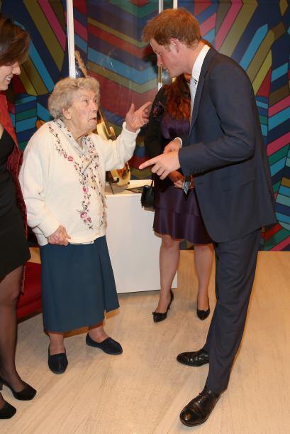 También pudo reunirse con la comunidad británica en Brasil, en donde con...