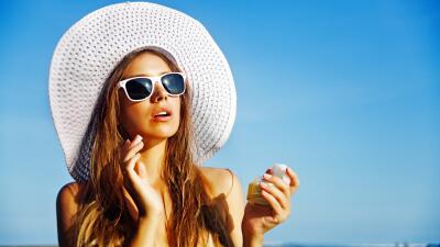 Sol, arena, mar: cuidados que tu cabello necesita