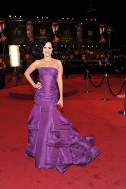 Pocas fueron las famosas que llevaron vestido púrpura.
