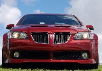 El Pontiac G8 GT es el sedán más poderoso con los competidores de su cat...