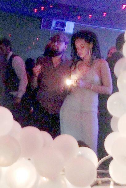Rihanna y DiCaprio también estuvieron fumando varios cigarrillos hechos...