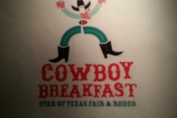 Hoy se dio inicio al Rodeo de Austin con el desayuno de vaqueros tradici...