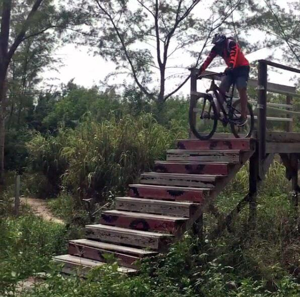 Johnny Lozada bicicleta Pequeños Gigantes USA
