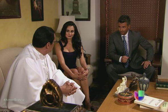 Teresa y Dante le dicen al sacerdote, hermano de ella, que serán padres.