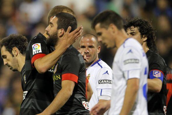 Los jugadores del Atlético celebraron su triunfo sin mucho jolgor...