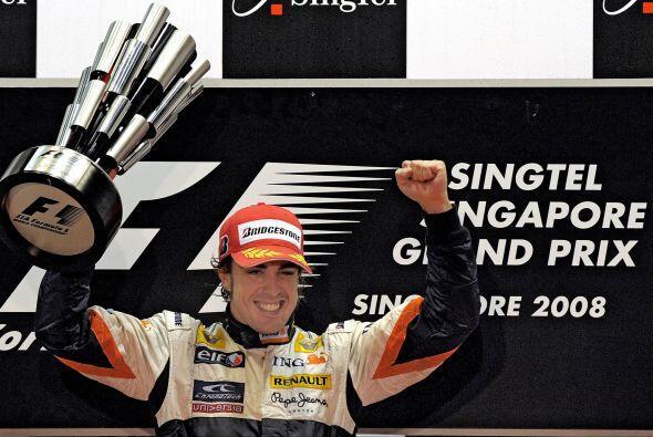 En 2008 llegaría la primera carrera nocturna, el GP de Singapur, donde e...