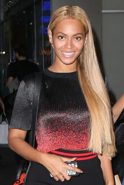 Beyonce sabe que este color siempre es una buena opción, arriésgate y us...