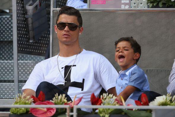 E; pequeño Ronaldo se la pasó muy bien con su papá.