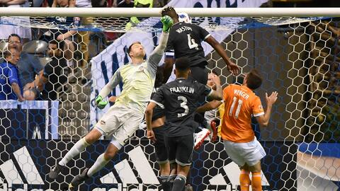 Kendall Waston gol v Joe Willis, Vancouver Whitecaps v Houston Dynamo