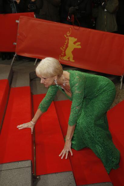 Uff! Helen terminó en el piso pero sin raspón alguno, mant...