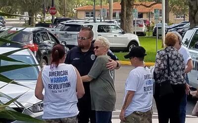 Mientras varios habitantes de Hollywood, Florida, se enfrentaban por dif...