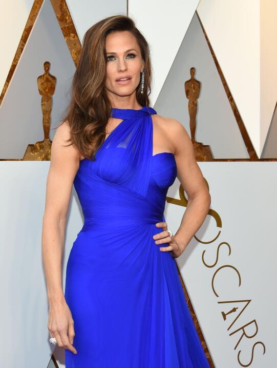 Jennifer Garner combinó su vestido de Atelier Versace con joyas valorada...