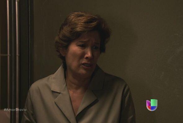 Agustina no la pasa bien en el reclusorio, las demás internas la molesta...