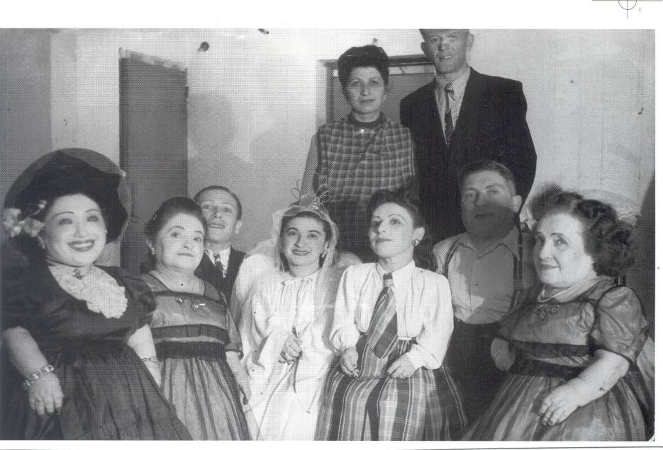 ¿Cómo sobrevivió esta familia de 7 enanos al Holocausto? ovitz-angel-2.jpg