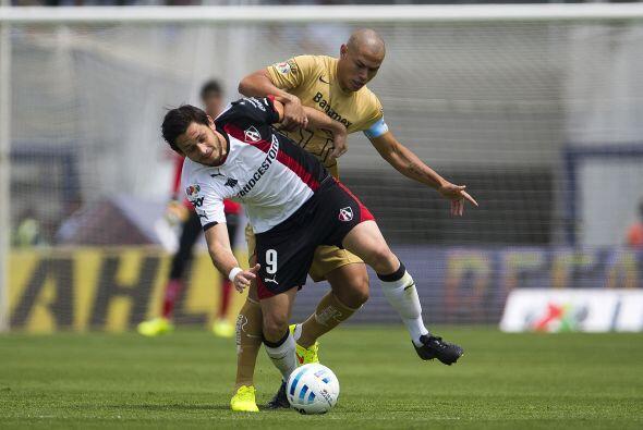 Darío Verón es otro que se salva de caer en lo peor, el defensor paragua...