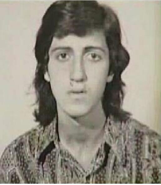 Sus padres son Ferdinando De Vita y Rosa De Vito, inmigrantes italianos....