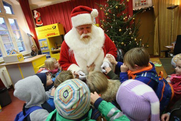 Los pequeños son los más felices estando cerca de Santa.