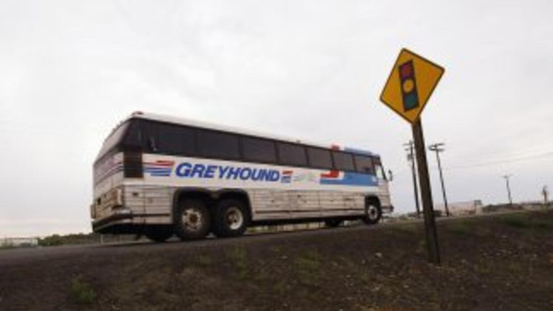 La empresa Greyhound le pidió el martes a la Oficina de Inmigración y Ad...