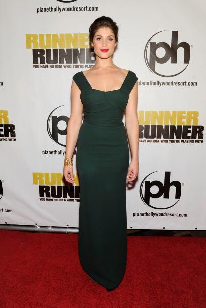 Gemma Arterton lució muy elegante de verde.