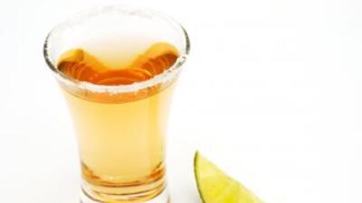 El tequila es el trago mexicano por excelencia y puede tomarse solo con...