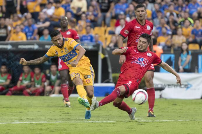 De la mano de Eduardo Vargas, Tigres derrotó a Lobos BUAP 20170826_8525.jpg