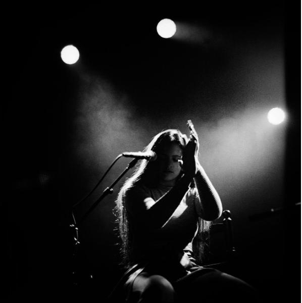 Su género es el flamenco, música originaria de Andalucía que combina voz...